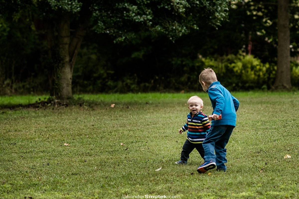 brothers playing outside baltimore family photographer
