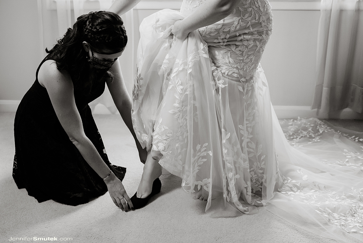 baltimore wedding photographer bride putting on shoes